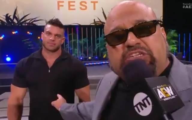 Taz (r.), Manager von Brian Cage, formulierte eine brisante Spitze gegen WWE