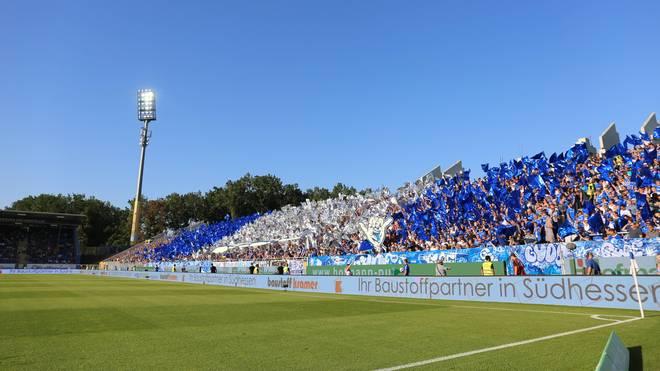 Ein Fan von Dynamo Dresden hat sich während des Spiels gegen Darmstadt 98 schwer verletzt