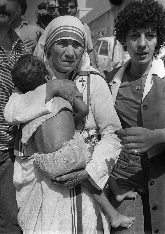 Mutter Teresa war jahrelang in der Armen- und Krankenpflege aktiv und wird in der katholischen Kirche als Heilige verehrt