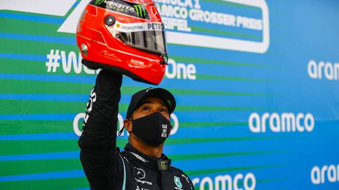 Formel 1 Rekorde: Lewis Hamilton mit dem Helm von Michael Schumacher nach seinem 91. Sieg.