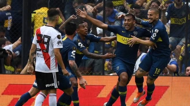 Boca gegen River Plate im Bombonera. Es gibt kaum größere Derbys.