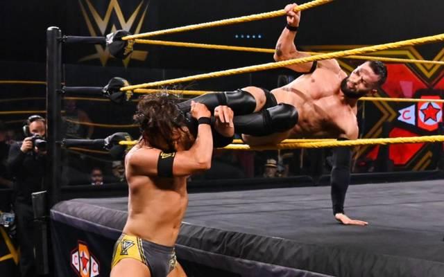 Finn Balor (r.) sicherte sich die NXT Championship