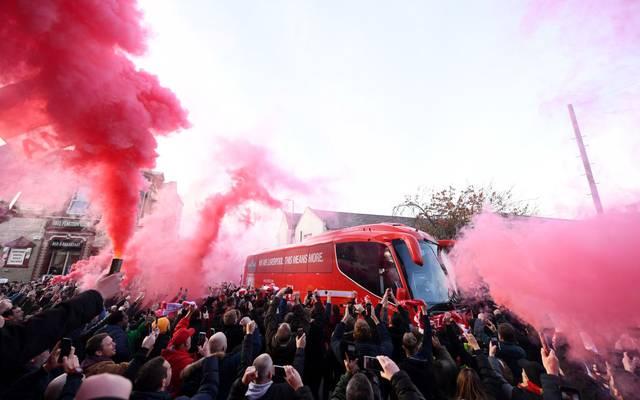Auch der eigene Mannschaftsbus wurde von den Liverpool-Fans bereits mit Pyro begrüßt
