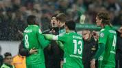Mit seiner Schwalbe brachte Heiko Herrlich die Spieler von Borussia Mönchengladbach gegen sich auf