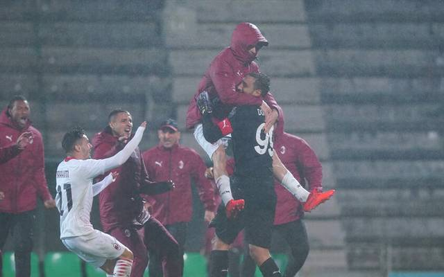 Torhüter Gianluigi Donnarumma (r.) war trotz seines verschossenen Elfmeters der gefeierte Held beim AC Mailand