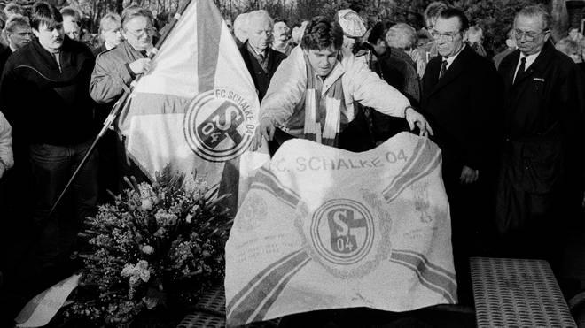 Große Trauer auf Schalke: Ernst Kuzorra wird beerdigt