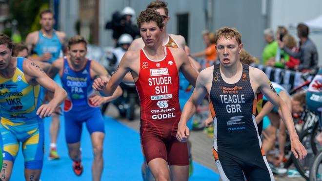 James Teagle (r.) gewann beim Triathlon in Barcelona Bronze
