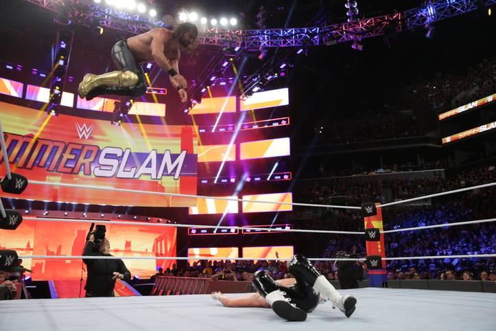 Bei der Wrestling-Liga WWE sind ist nur die Action spektakulär, sondern auch die Outfits. Beim SummerSlam 2018, der zweitgrößten Show des Jahres trugen zahlreiche Stars neue Kampfanzüge auf, die nicht nur prächtig aussahen, sondern auch voller popkultureller Zitate waren und eigene Geschichten erzählten - SPORT1 erklärt sie