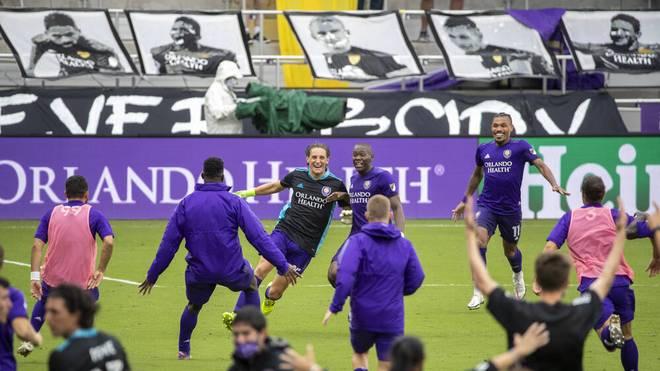 Rodrigo Schlegel wurde von seinen Teamkollegen gefeiert