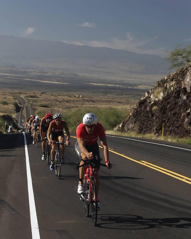 Luc van Lierde führt in Kona/Hawaii eine Radgruppe an