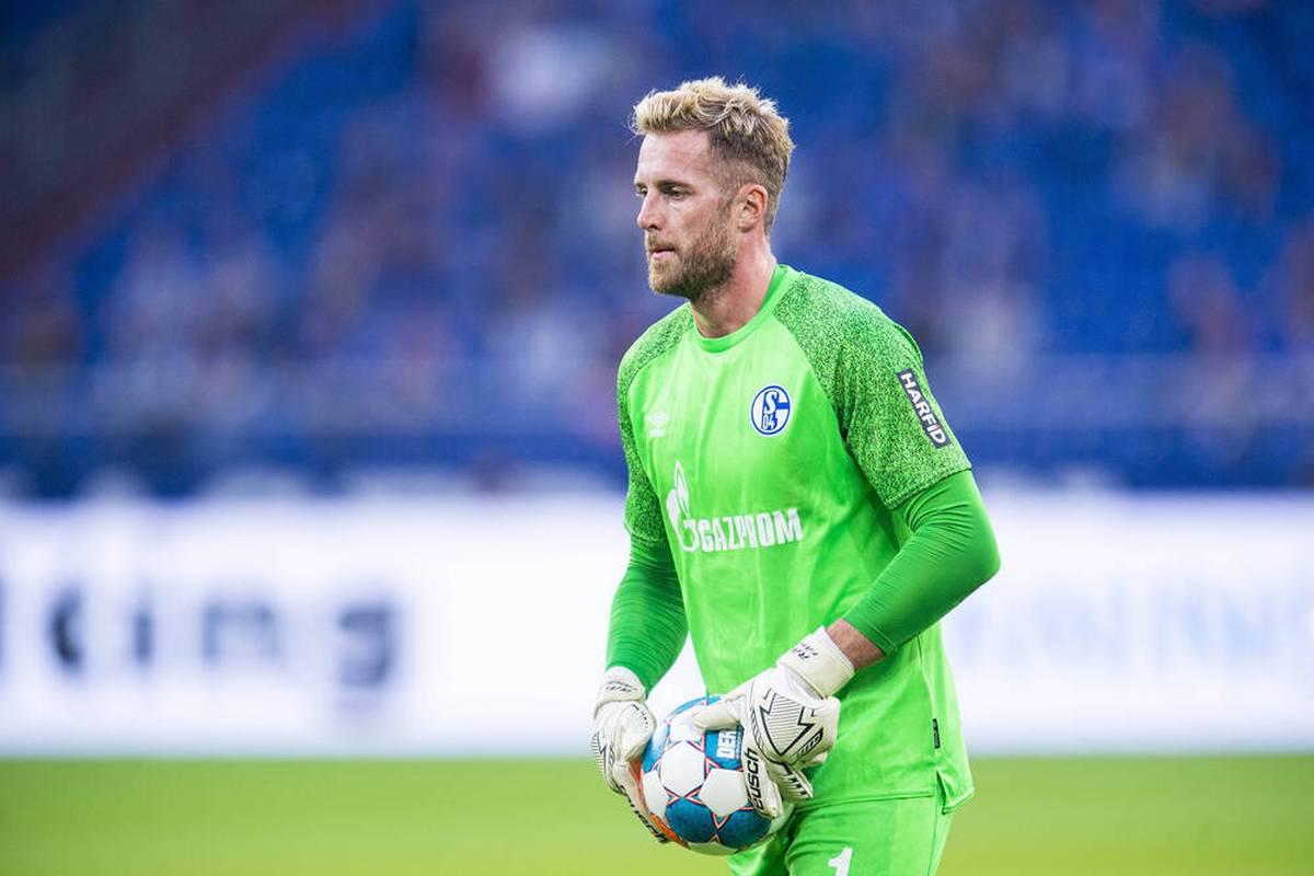 Schalke-Trainer Grammozis plant offenbar einen Torwarttausch. Gegen Rostock soll die bisherige Nummer eins Fährmann Berichten zufolge auf der Bank Platz nehmen.