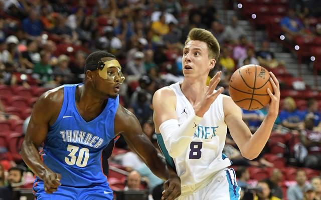 Arnoldas Kulboka (r.) wurde im NBA-Draft von Charlotte Hornets in der zweiten Runde gepickt