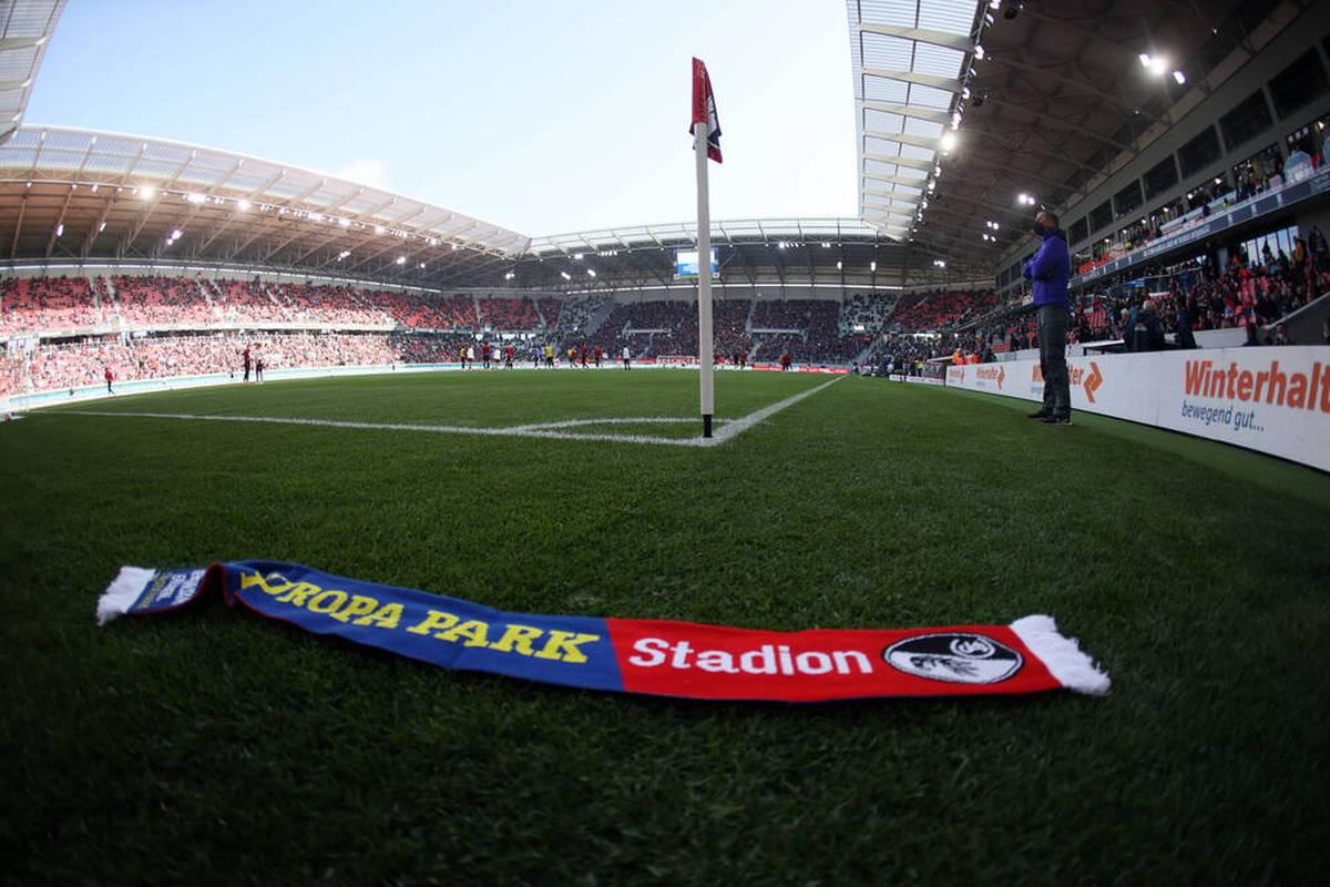 Ein Notarzteinsatz sorgte beim Spiel zwischen SC Freiburg und RB Leipzig für Bestürzung. Nun vermeldet der Sport-Club traurige Nachrichten.