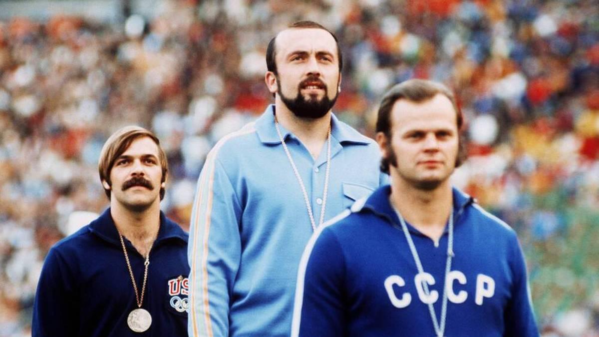 Klaus Wolfermann (M.) siegte bei Olympia 1972 im Speerwurf vor Janis Lusis (r.) und William Schmidt aus den USA