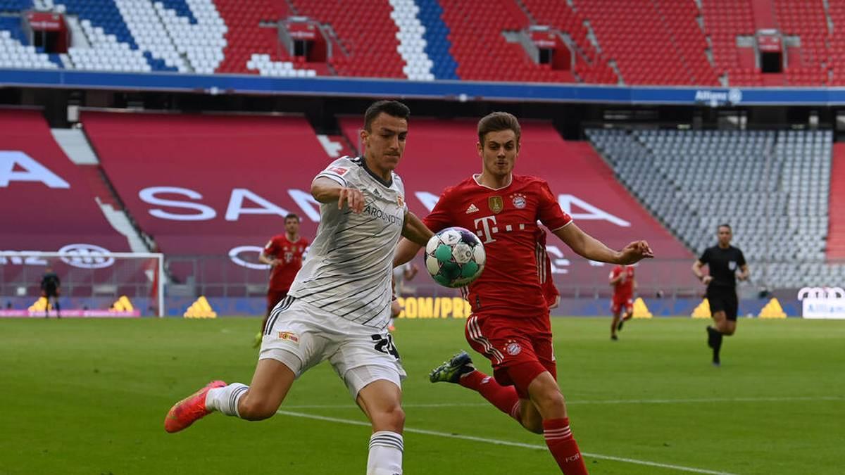 Josip Stanisic im Duell mit Union-Spieler Petar Musa