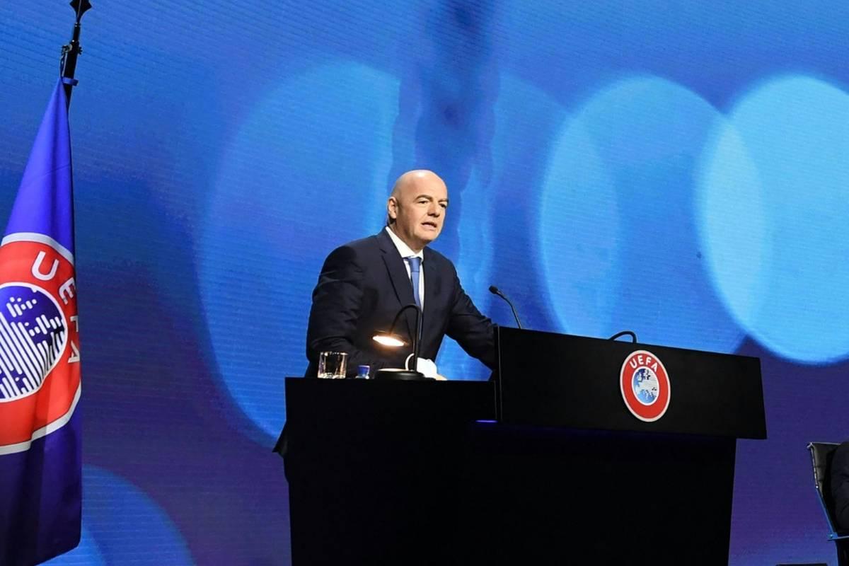 Die Debatte um die FIFA-Pläne hinsichtlich einer WM im Zwei-Jahres-Rhythmus hält an. Die UEFA übt erneut Kritik am Weltverband.