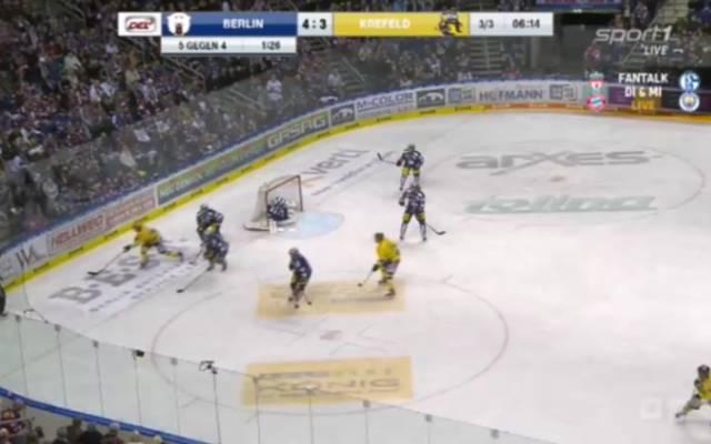 DEL: Eisbären Berlin vs Krefeld Pinguine In einem hart umkämpften Spiel sichern sich die Eisbären wichtige Punkte im Kampf um die Playoffs