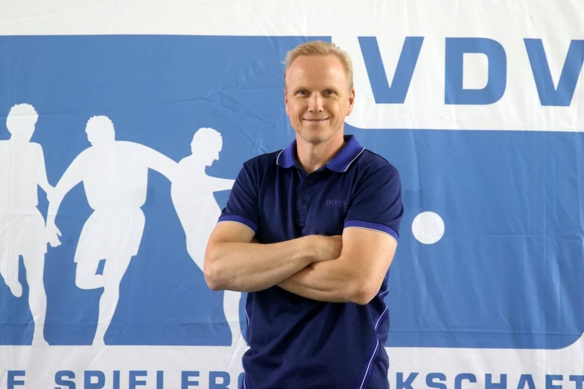 Carsten Ramelow, Vizepräsident der Spielergewerkschaft VDV, hat in der Impfdiskussion Partei für Fußball-Nationalspieler Joshua Kimmich ergriffen.