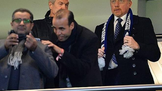 Der Stein des Anstoßes: Boris Becker mit dem falschen Schal.