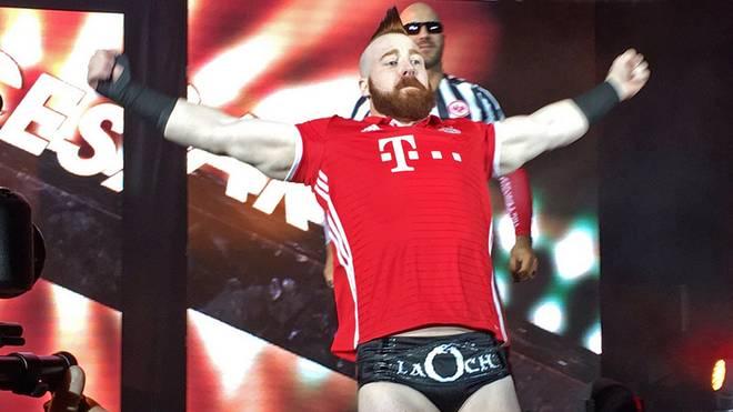 Sheamus kam 2016 bei einem Auftritt in Frankfurt mit FC-Bayern-Trikot zum Ring