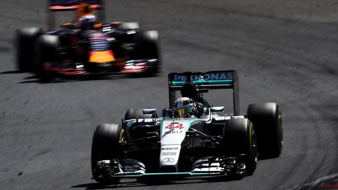 Für die Kollision mit Daniel Ricciardo (l.) bekam Lewis Hamilton (r.) zwei Strafpunkte