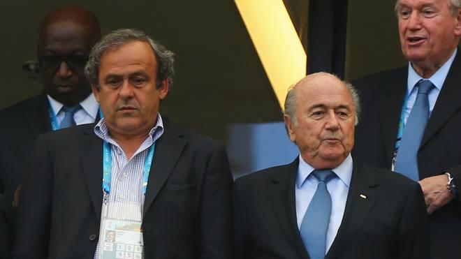 Sepp Blatter (r.) zahlte zwei Millionen Franken an Michel Platini