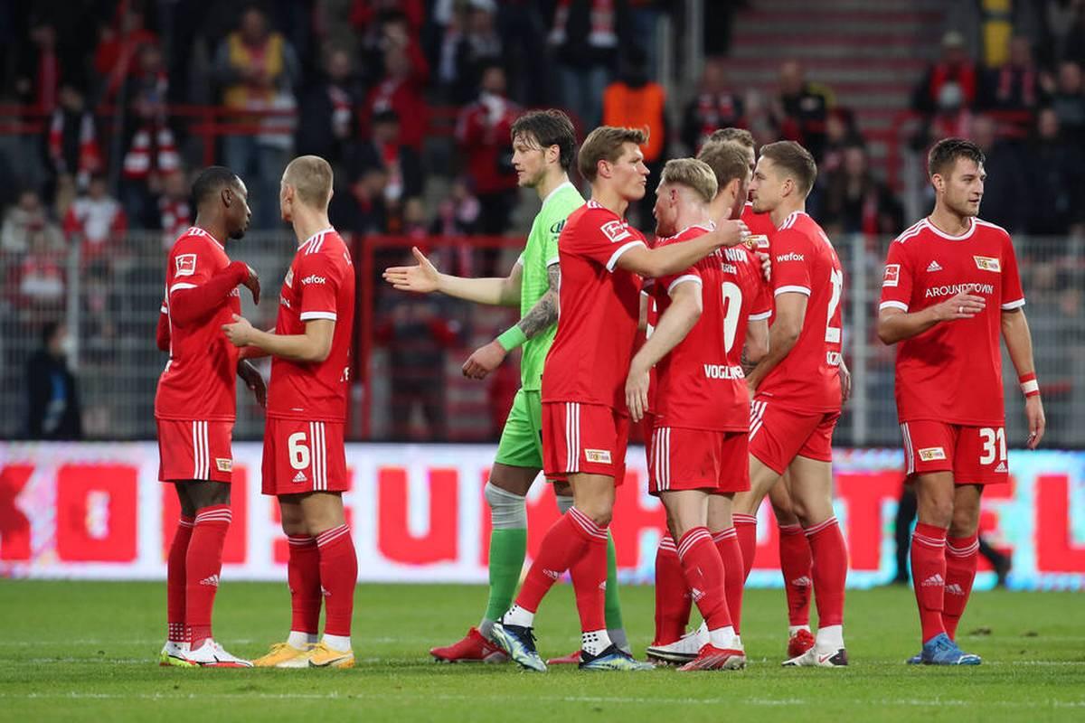 In Reaktion auf den positiven Coronatest von Wolfsburgs Wout Weghorst testet Fußball-Bundesligist Union Berlin seinen gesamten Spieltagskader durch.