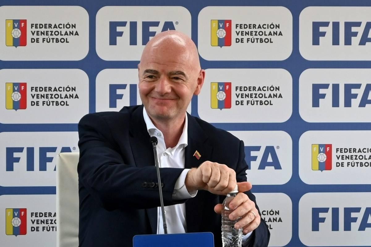 FIFA-Präsident Gianni Infantino hat sich erneut für die Austragung der Fußball-Weltmeisterschaft im Zwei-Jahres-Rhythmus ausgesprochen.