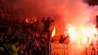 Pyrotechnik im Fan-Block: die Dresdner Fans sind schon des Öfteren negativ aufgefallen