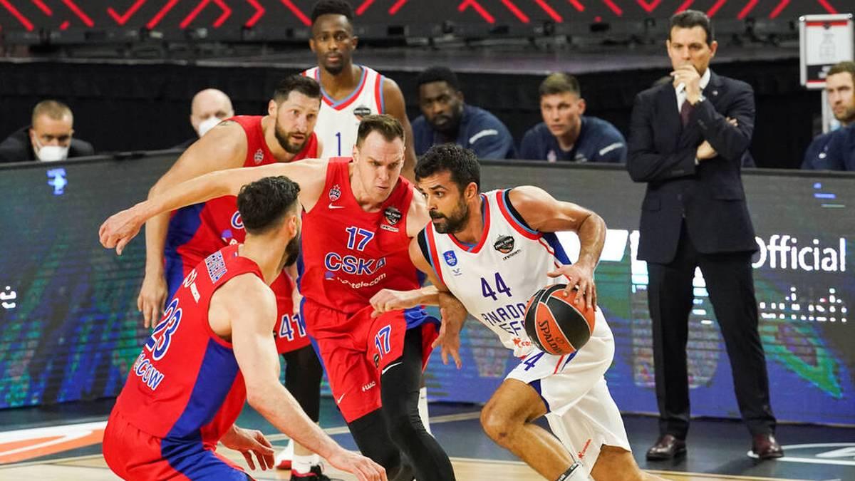 Gegen Anadolu Efes war für Johannes Voigtmann (17) und ZSKA Moskau in der ersten Runde der EuroLeague-Playoffs Endstation