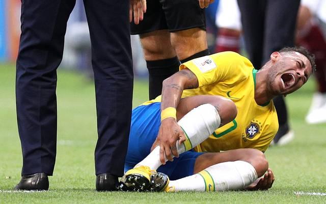 Neymar schreit vor Schmerz nach einem Tritt von Mexikos Layun