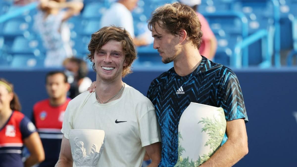 Alexander Zverev (r.) gibt einen Ausblick auf die Tennis-Zukunft