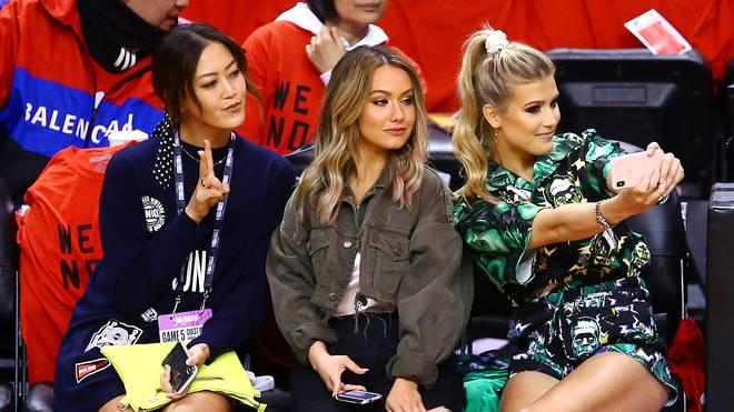 Genie Bouchard (r.) besuchte mit ihrer Cousine Celeste (M.) und Golferin Michelle Wie die NBA-Finals