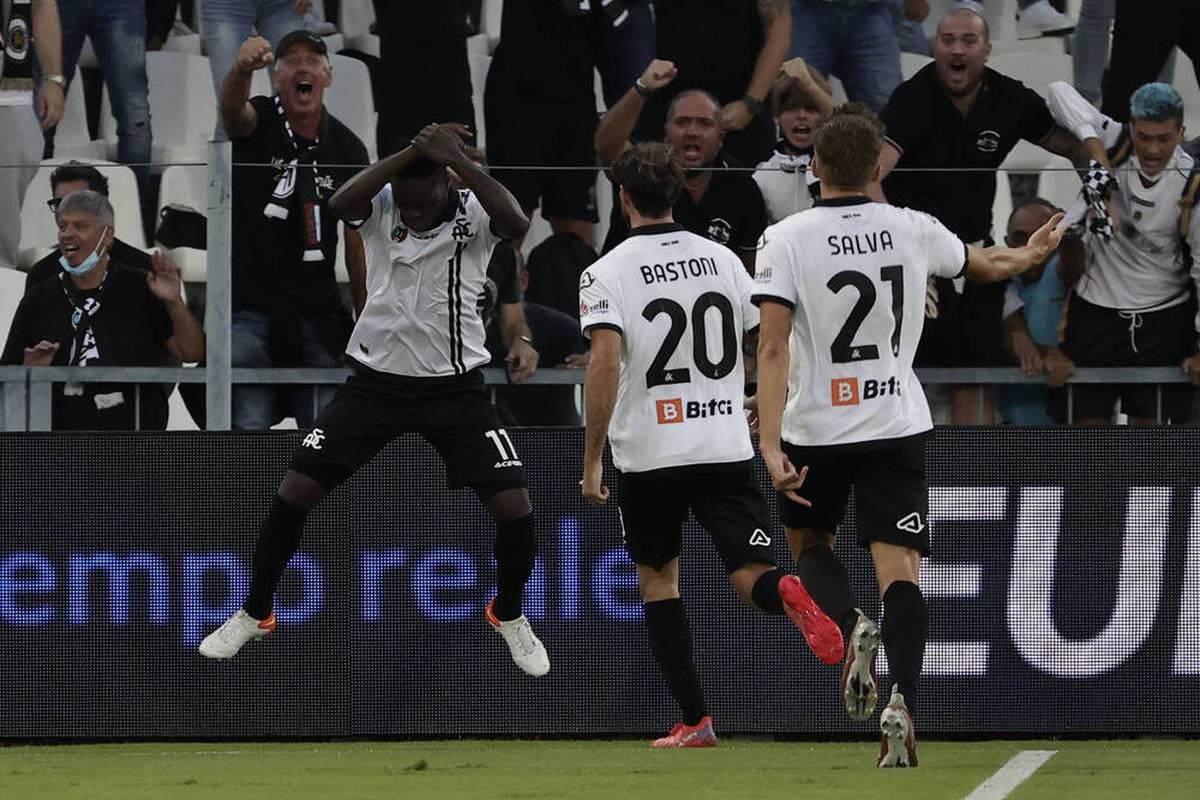 Juventus Turin müht sich in der Serie A zum ersten Saisonsieg. Ein Stürmer von Gegner Spezia Calcio verhöhnt Juve mit einem speziellen Torjubel.