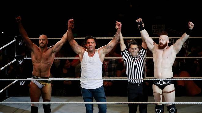 Tim Wiese besiegte bei WWE zusammen mit Cesaro (l.) und Sheamus die Colons und Bo Dallas
