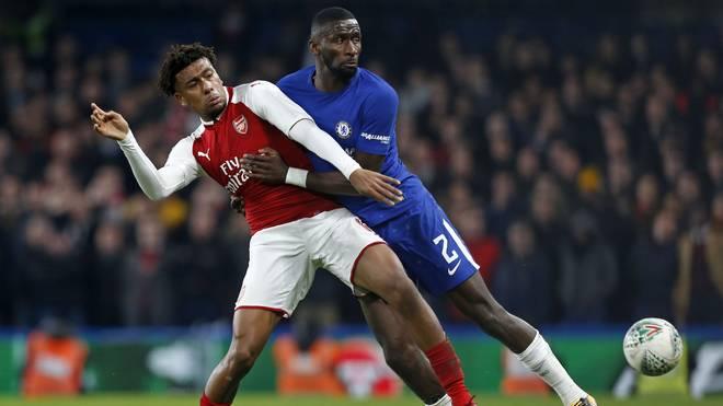 Der FC Arsenal  (l.: Alex Iwobi) und der FC Chelsea (r.: Antonio Rüdiger) spielen um den Finaleinzug