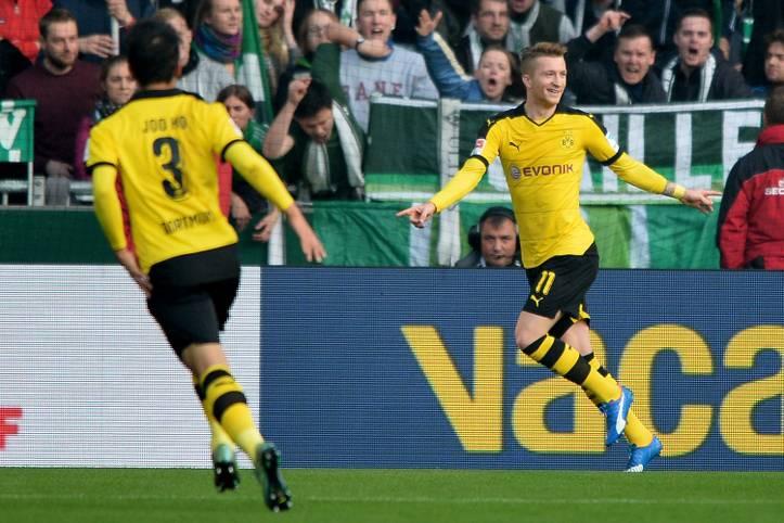 Marco Reus (r.) trifft beim 3:1 seines BVB in Bremen doppelt und kommt damit auf fünf Tore in seinen letzten drei Bundesligaspielen. Auch Henrikh Mkhitaryan liefert ein starkes Spiel ab und ist erstmals in der Bundesliga an drei Treffern in einem Spiel direkt beteiligt. Werder wird seinem Ruf als Lieblingsgegner der Borussia gerecht: Von den letzten neun Duellen gegen die Norddeutschen gewann Dortmund acht. SPORT1 zeigt die Tops und Flops des 11. Spieltags in der Bundesliga