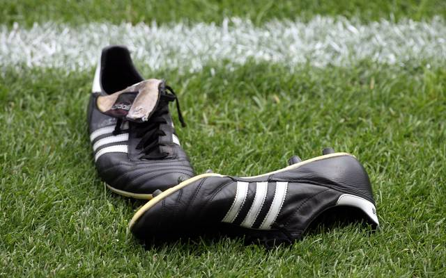In der Coronakrise fristen derzeit tausende Fußballschuhe ein einsames Dasein