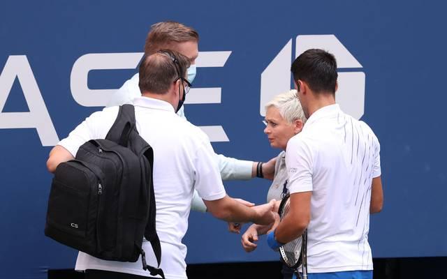 Novak Djokovic traf eine Offizielle bei den US Open mit dem Ball an der Kehle