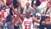 Michael Jordan of the Chicago Bulls (R) passes the