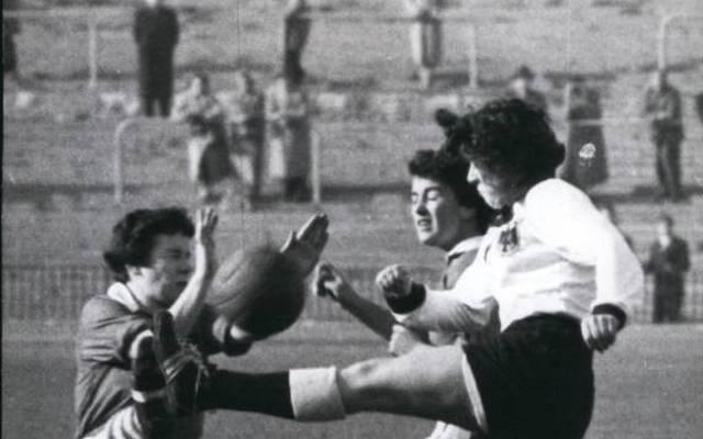 Bereits im November 1957 trat ein Team der BRD in Berlin gegen England an. Es gab eine 0:4-Niderlage