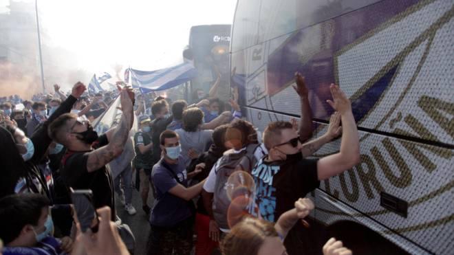 Wenige Stunden vor der geplanten Partie bekamen die La-Coruna-Profis noch Unterstützung von ihren Fans