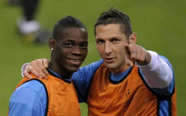 Marco Materazzi (r.) musste Mario Balotelli einst eine Lektion erteilen