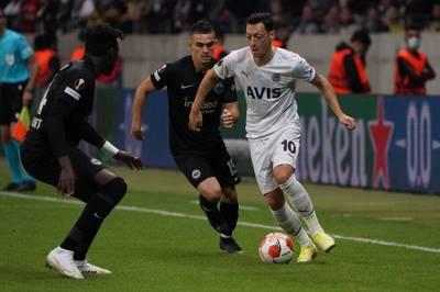 Eintracht Frankfurt muss beim Auftaktspiel in der Europa League einen frühen Rückschlag verkraften. Nach einer verrückten Schlussphase trennen sich die Teams unentschieden.