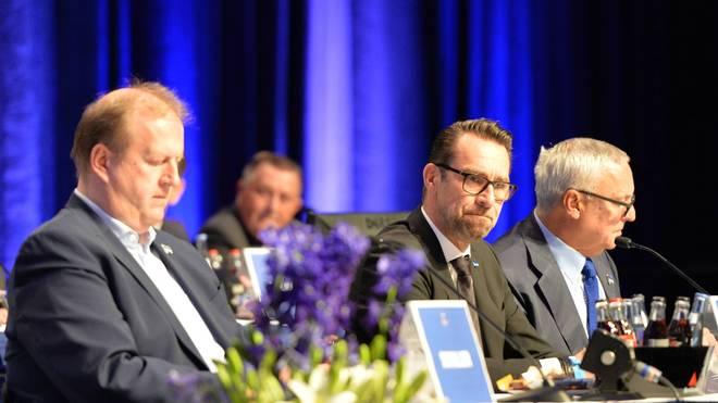 Herthas Führung aus Ingo Schiller, Michael Preetz und Werner Gegenbauer (v.l.) muss sich mit dem Stadionneubau gedulden