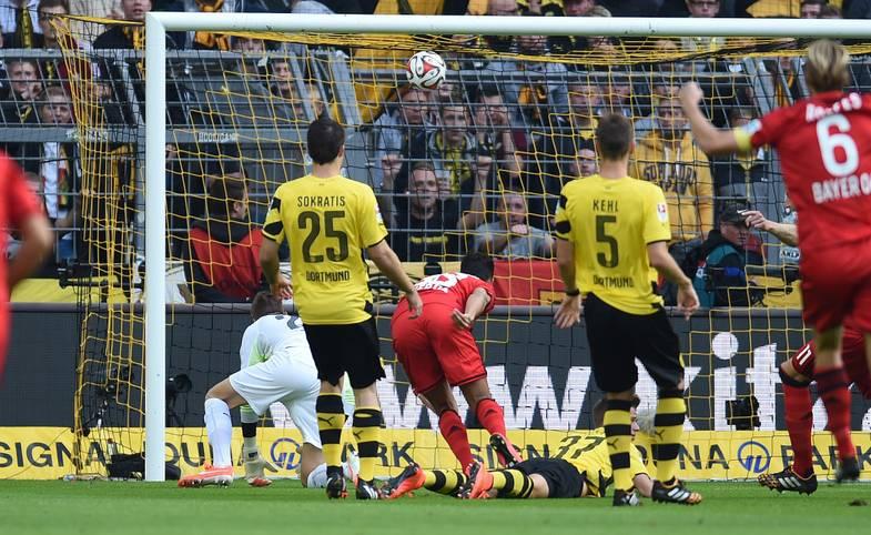 Auch die Saison 2014/15 schreibt zahlreiche Geschichten. Schöne, traurige, verrückte - SPORT1 blickt auf die bewegendsten Momente zurück. Los geht es am 1. Spieltag mit einem echten Knalleffekt, als Bayer Leverkusens Karim Bellarabi gegen Borussia Dortmund nach nur neun Sekunden das schnellste Tor der Bundesliga-Historie erzielt