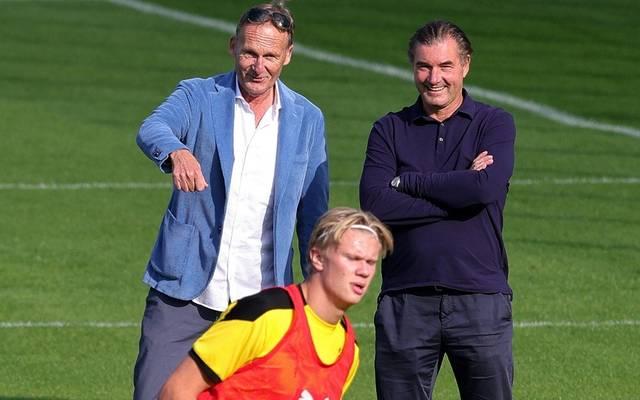 Watzke (l.) sieht Haaland auch nächste Saison beim BVB