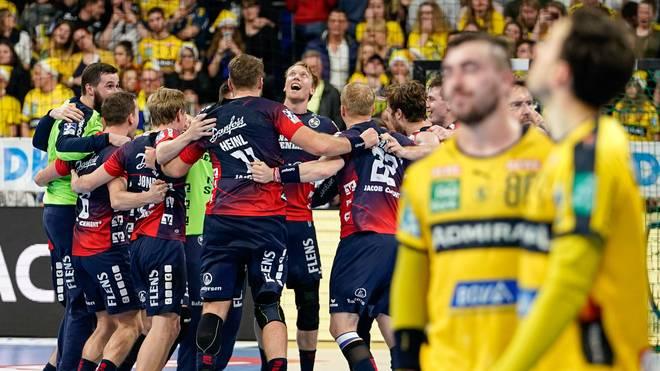 Die Flensburger bejubeln den Sieg gegen die Löwen