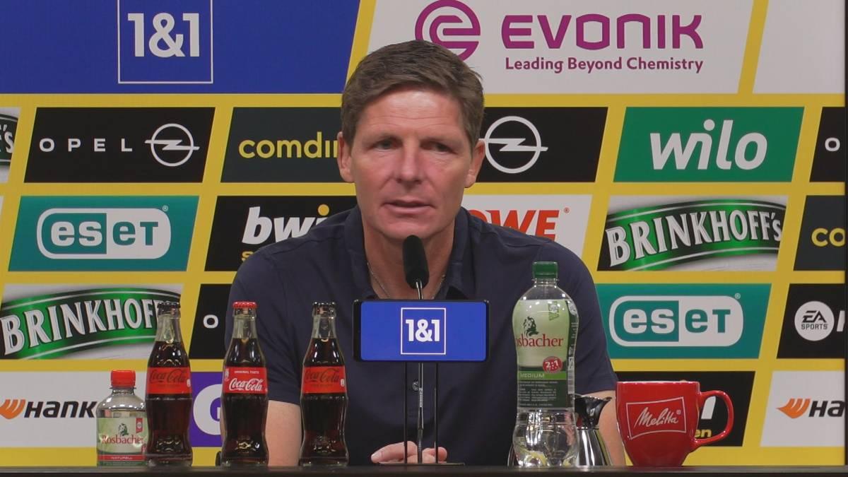 Oliver Glasner spricht nach der 2:5-Niederlage seiner Eintracht gegen den BVB über die durchwachsene Leistung seiner Dreierkette. Was folgt ist ein kurioser Versprecher.