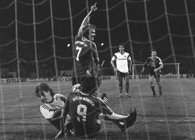 Uli STEIN foult Juergen WEGMANN 1987